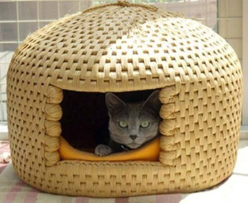 Crochet Patterns Galore - Tabby Chic Cat Bed | 409x500